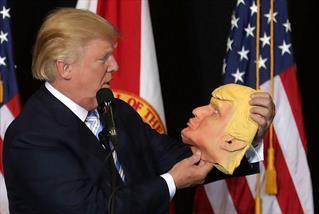 ترامپ و دستان طلایی