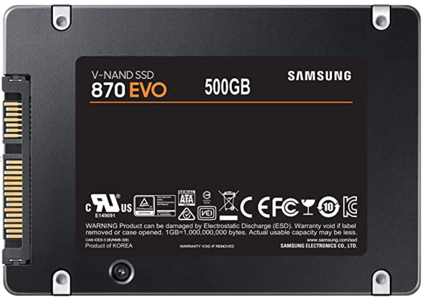 یه SSD از نوع SATA که میره همونجایی که هارد هست.