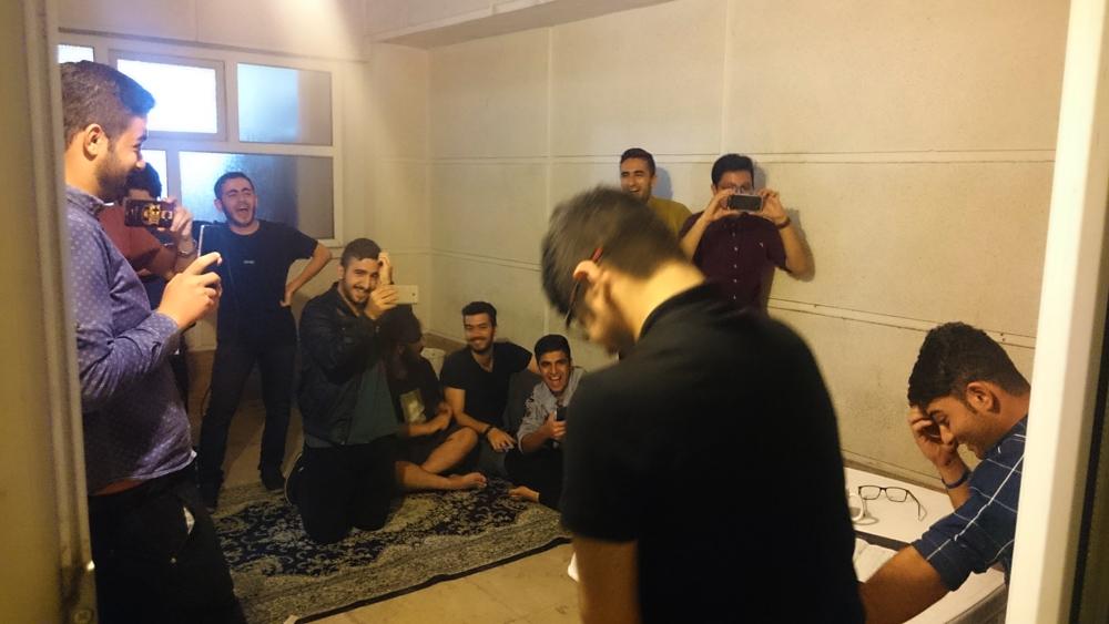بچههای خوابگاه خودگردان (بخوانید روانگردان!) حافظ، خرداد 96، کمپین انتخاباتی مهندس م. یک عده دانشجوی خوابگاهی در حال مسخرهبازی!