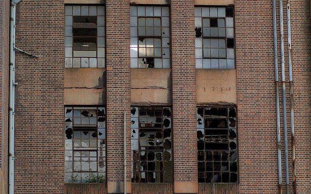پنجرههای شکسته را شوق تماشا نیست!