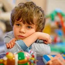 آیا تاخیر گفتار کودک من طبیعی است؟؟