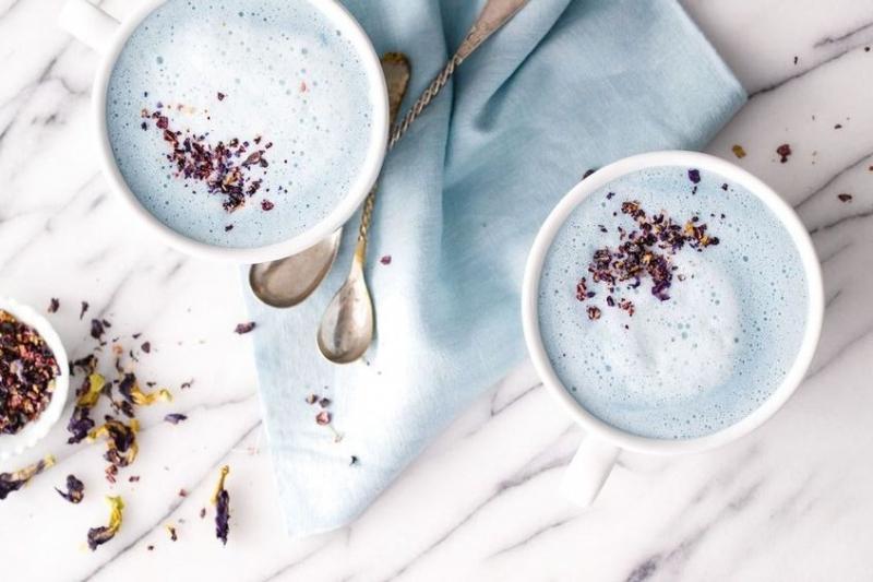نوشیدنی های گرم حاوی شیر و مواد مقوی برای زمستان