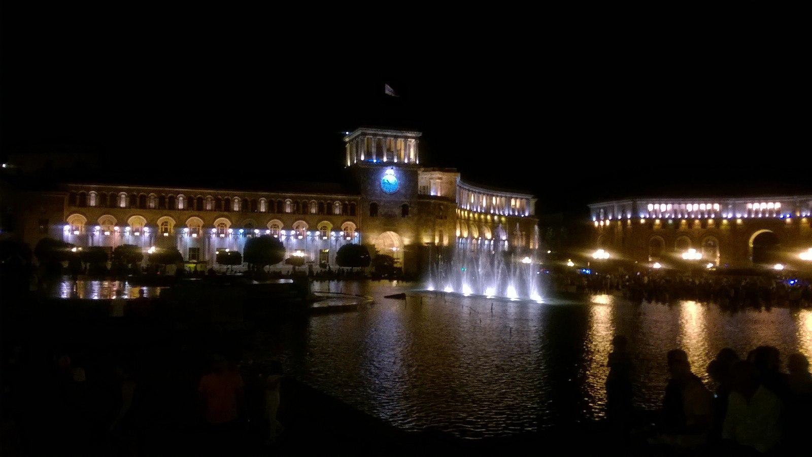 شبهای میدان جمهوری ایروان
