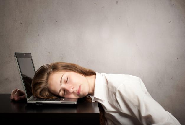 چگونه در طول روز احساس خستگی کمتری داشته باشیم؟