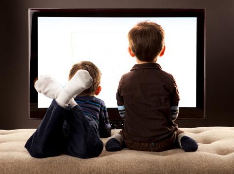 آیا تلویزیون واقعا برای کودکانمان مضر است؟