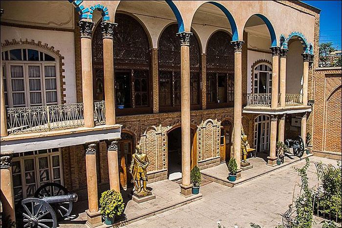 خانه مشروطه، یکی از خانههای تاریخی و موزهای در شهر تبریز است