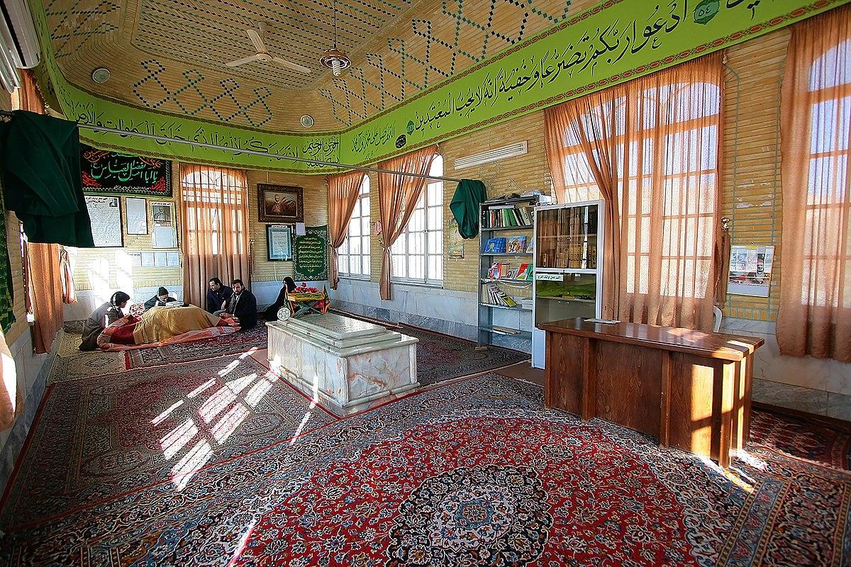 نمای داخلی مقبره کربلایی کاظم ساروقی در قبرستان نو قم