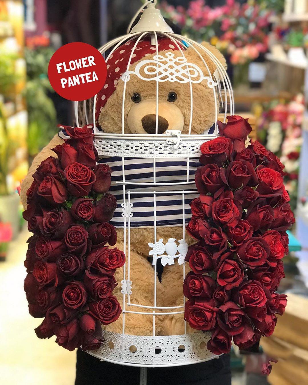 قفسه حاوی خرس و گل آویز