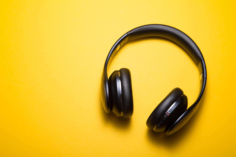 دنیای متن آهنگ و گوش دادن به آهنگ با کیفیت