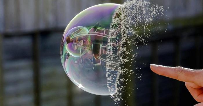 چرا و چگونه حباب قیمتی ارزدیجیتال میترکد؟