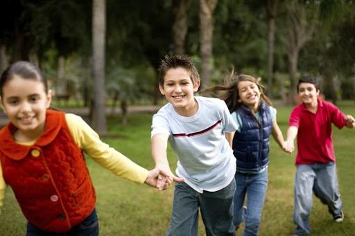 اهمیت دوست یابی در کودکان و نوجوانان