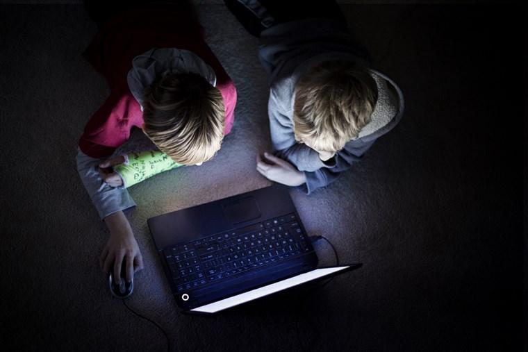 برای چند دقیقه فرار از سروصدا و شلوغی کودکانمان چه چیزی به آنها هدیه می دهیم؟