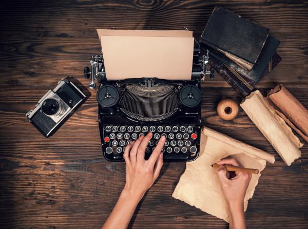 چگونه اولین رمان خود را بنویسیم؟