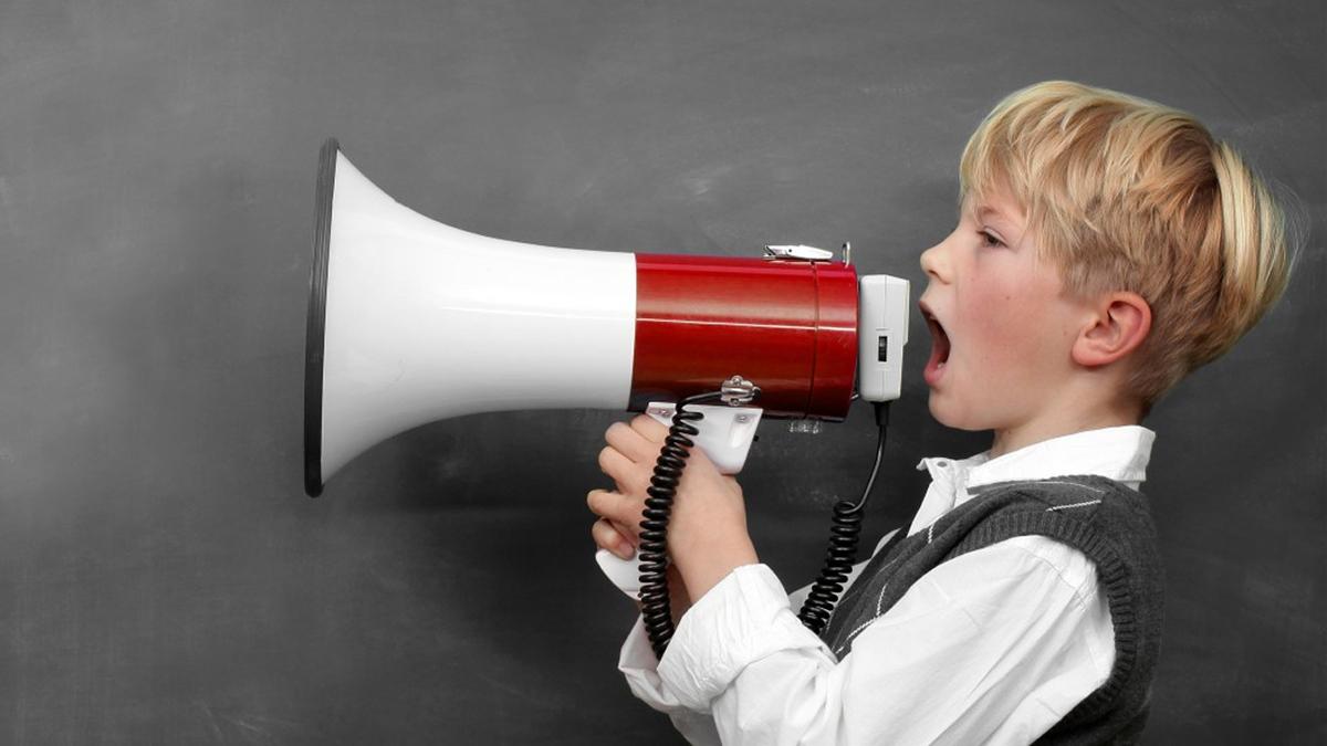 چگونه به نوجوانان کمک کنیم بدون هیجان و اضطراب سخن بگویند.