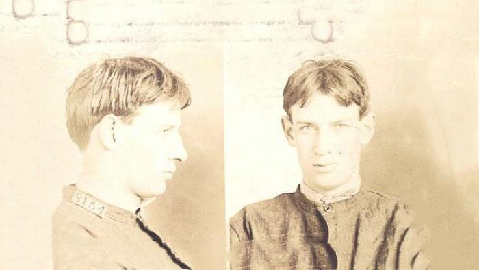 رابرت استراد در ۱۹ سالگی، زمانی که به زندان افتاد
