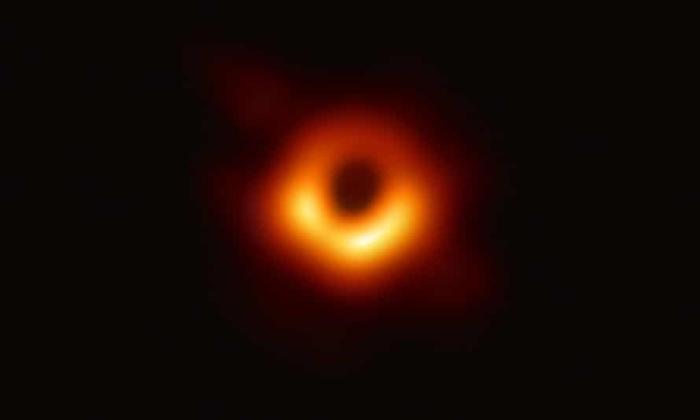 سیاهچاله ابر پرجرم سرگردان  فضا در یک کهکشان خیلی دور