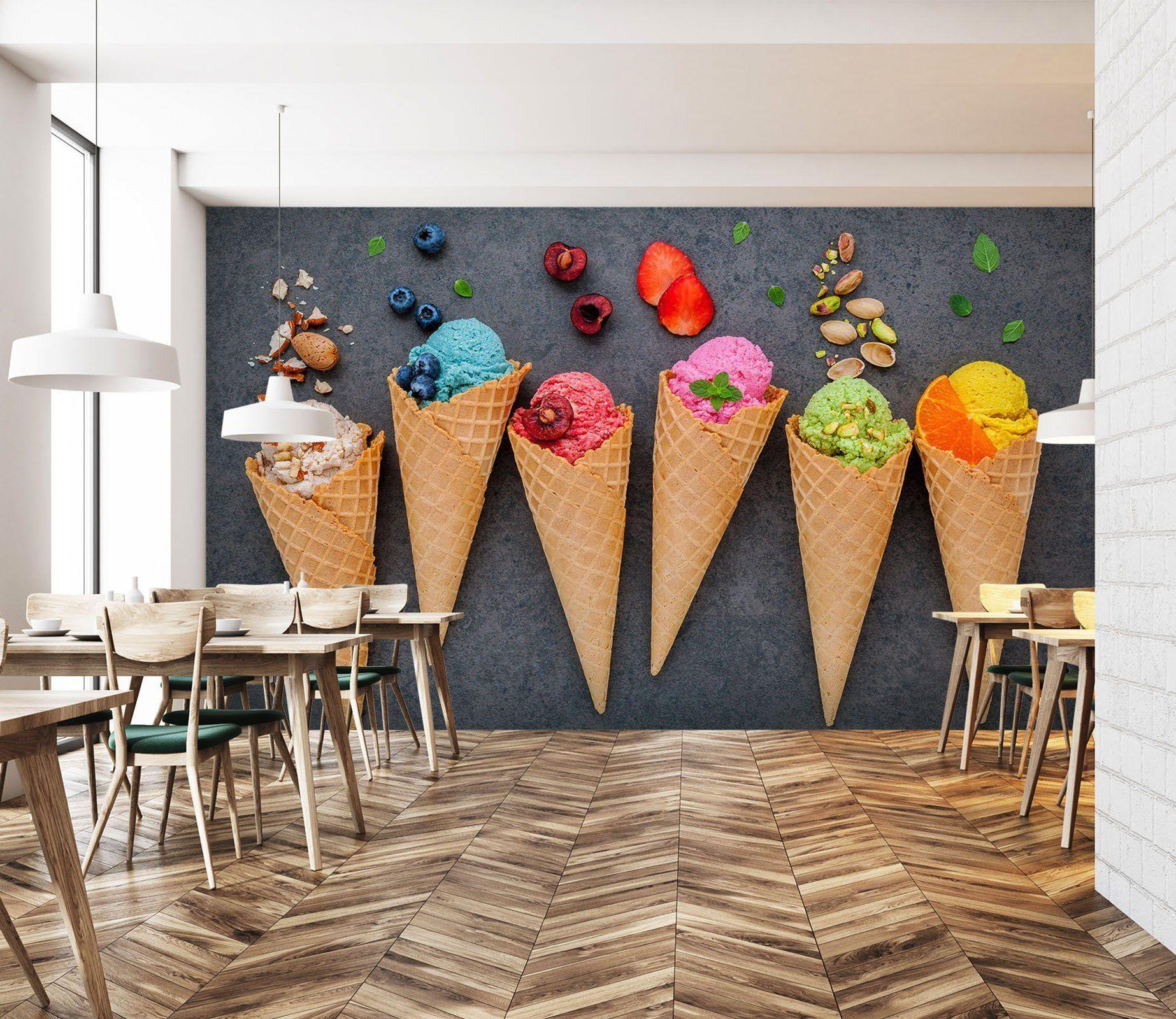 طعمهای مختلف بستنی در یک بستنیفروشی ایتالیایی