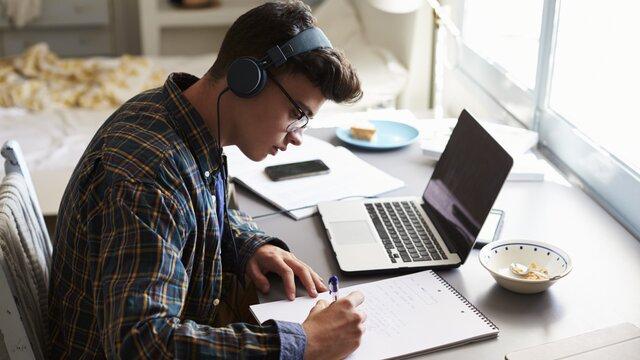مشکلات آموزش مجازی از دید یک دانش آموز