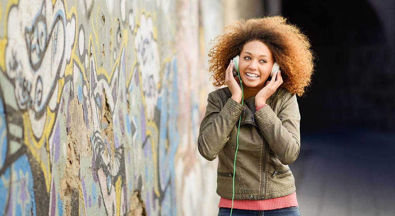 موسیقی گوش کردن به درد یادگیری زبان میخوره؟
