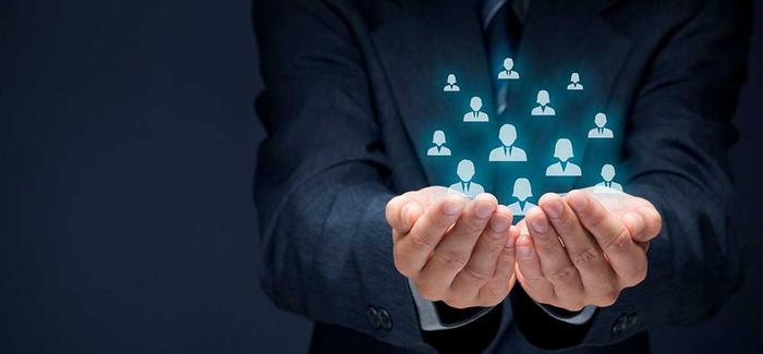 مشاور منابع انسانی چه کسی است؟