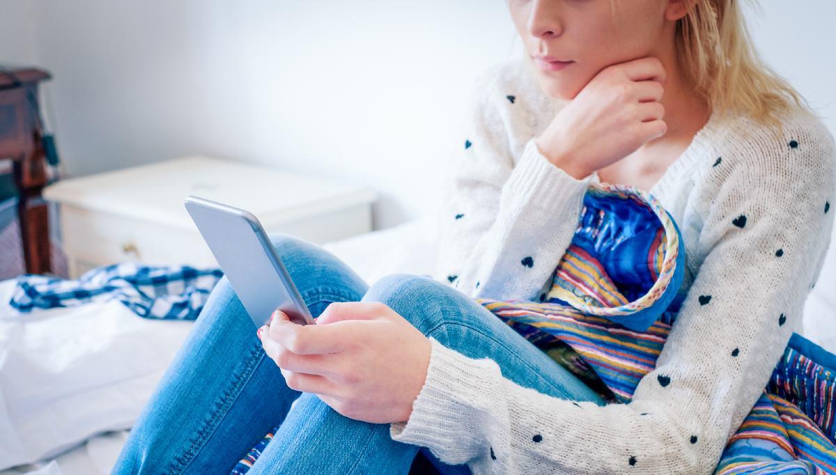 گوشی موبایل چگونه باعث تنبلی، بداخلاقی و افسردگی بچهها و فرزندان نوجوان میشود؟