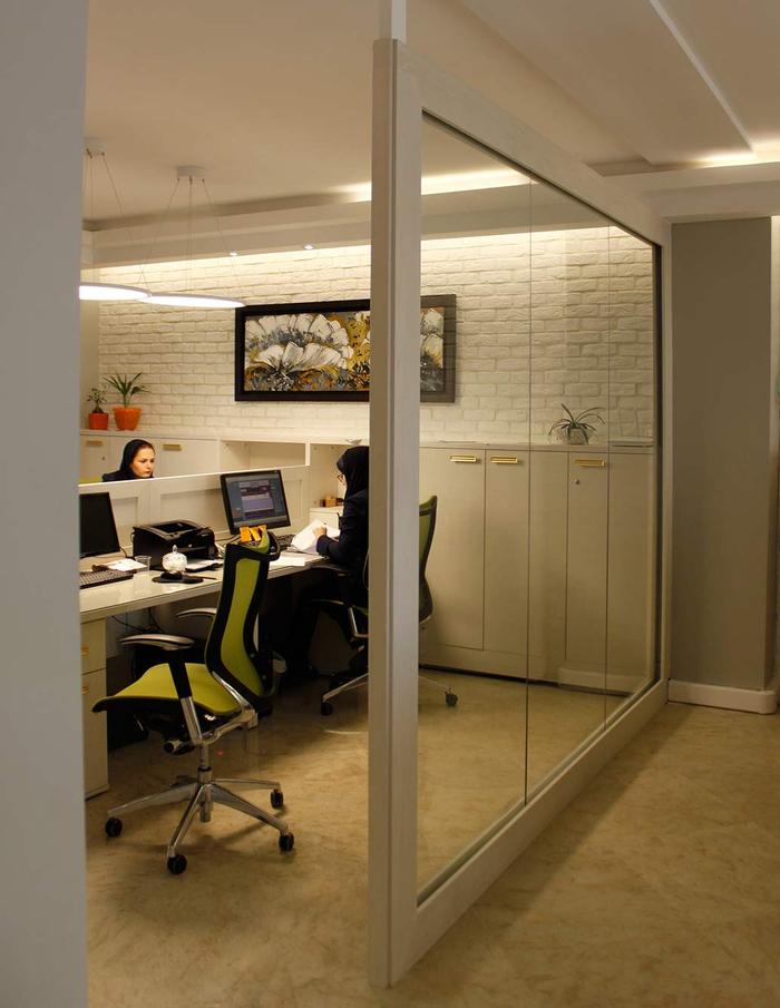 با پارتیشن اداری شیشه ای ، طراحی داخلی شرکت خود را زیباتر کنید