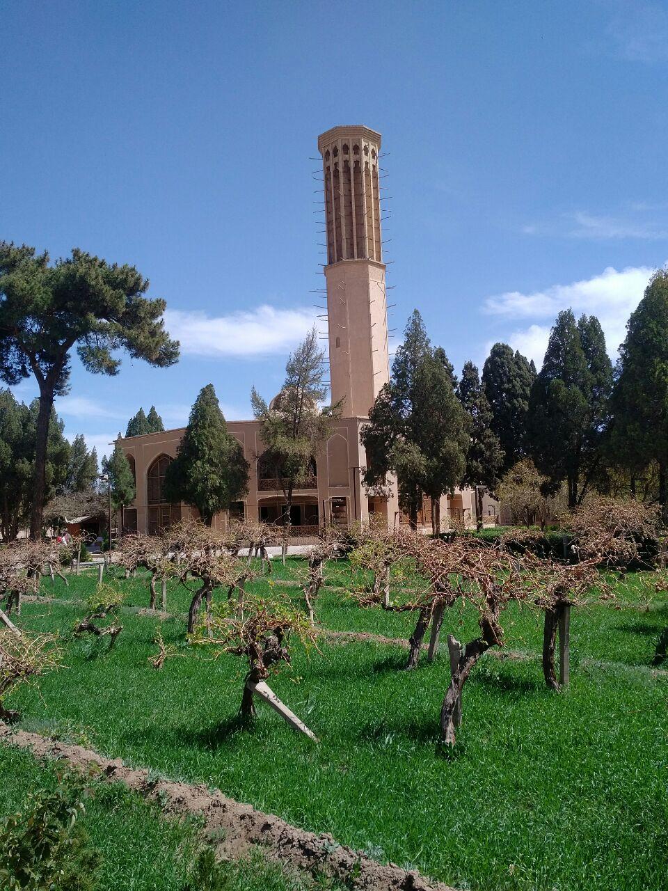 باغ دولت آباد یزد - بلندترین بادگیر جهان با ۳۳.۸ متر ارتفاع