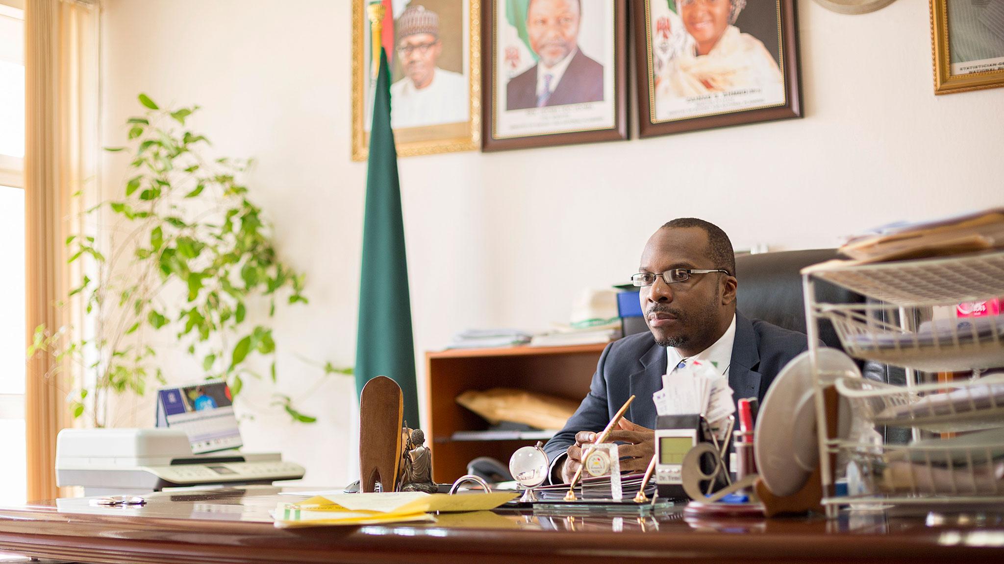 دکتر یمی کیل (Yemi Kale) مدیر اداره ملی آمار کشور آفریقایی نیجریه