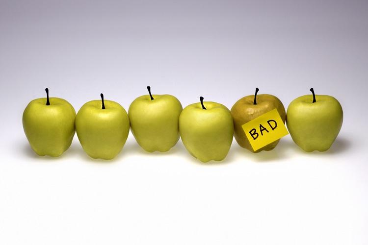 آیا تنها چند سیب فاسد منجر به فاسدشدن همه سیبها میشود؟ اخلاق و تصمیمگیری