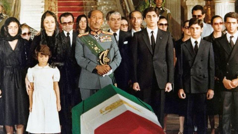 ناگفته های جالب غسال محمد رضا پهلوی و روایتش از مراسم کفن و دفن شاه