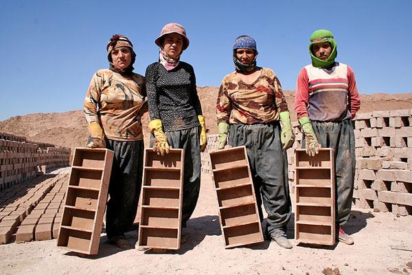 📌وضعیت زنان کارگر: نقطه تلاقی ستم جنسیتی و طبقاتی