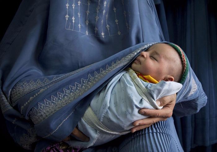 🔸زنان مهاجر افغانستانی با نادیده گرفتن شدن، فقدان بیمه درمانی و بارداری های مکرر دست به گریبانند