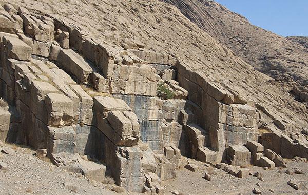 گنجی پنهان در میان کوه های مرودشت، معدن سنگ مجدآباد