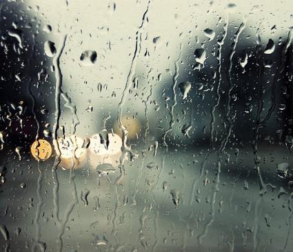 شیشهی پنجره را باران شست . . .