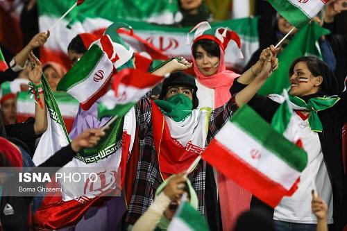 بعد از 4 دهه، بانوان در ایران برای تماشای فوتبال به استادیوم رفتند