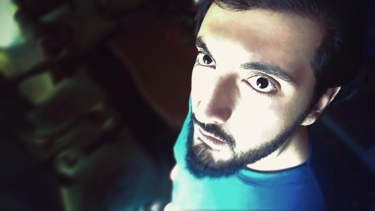 اسکرینشات از یکی از فیلم های رضاصاد یا همون محمدرضا صادقی