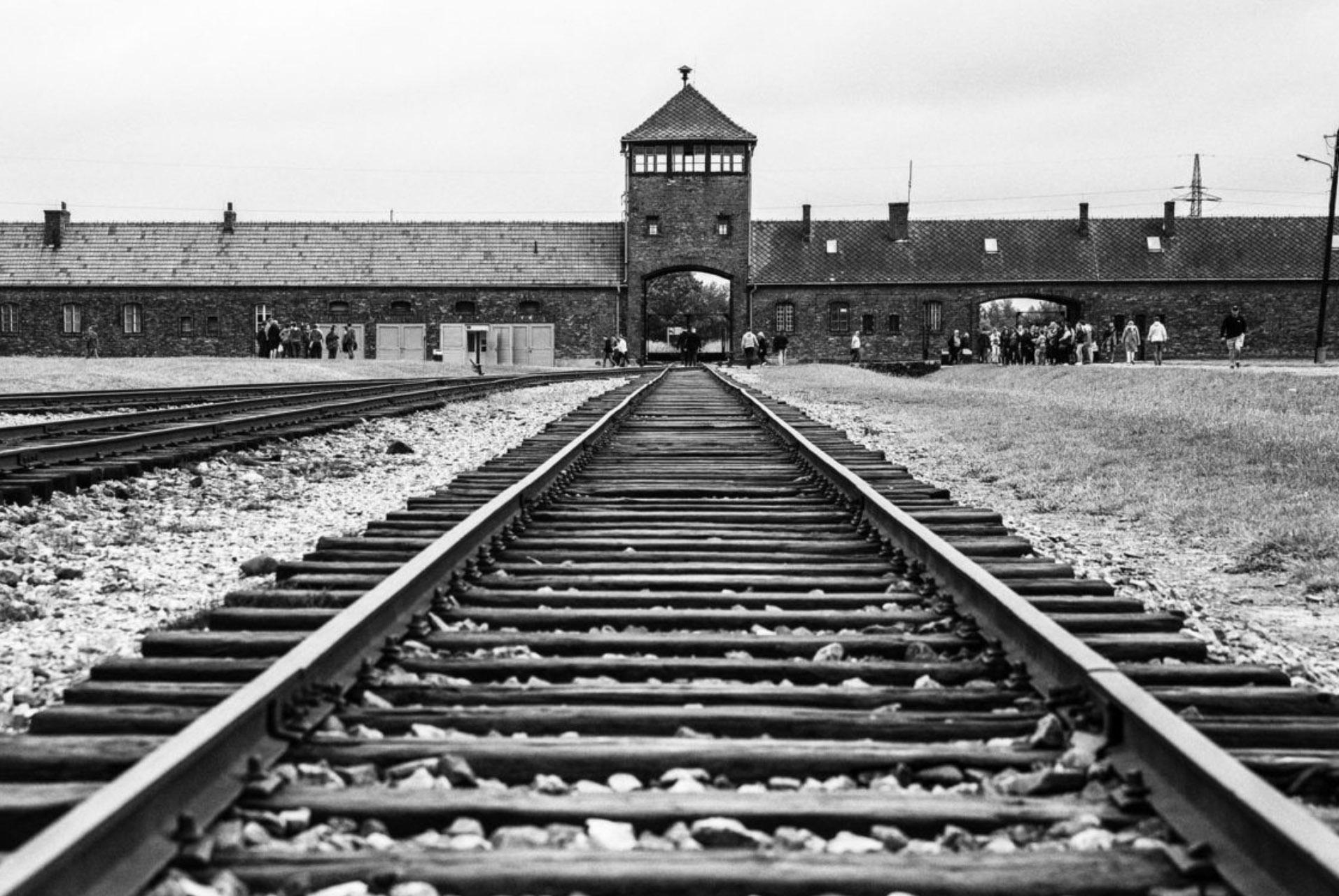 اردوگاه آشویتس - محلی که در آن هزاران نفر کشته شدند.