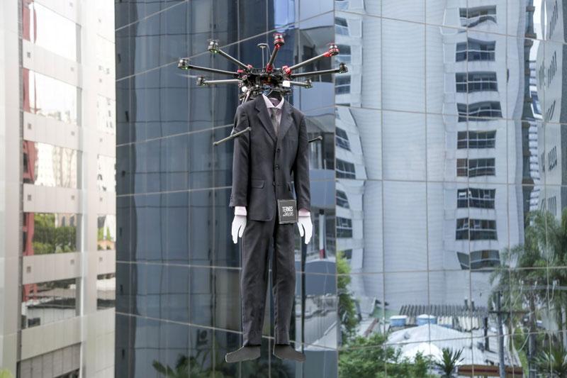تبلیغ هوایی پوشاک Colombo به مناسبت Black Friday
