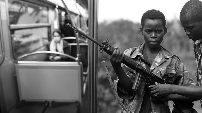 تصویر زنی در مترو