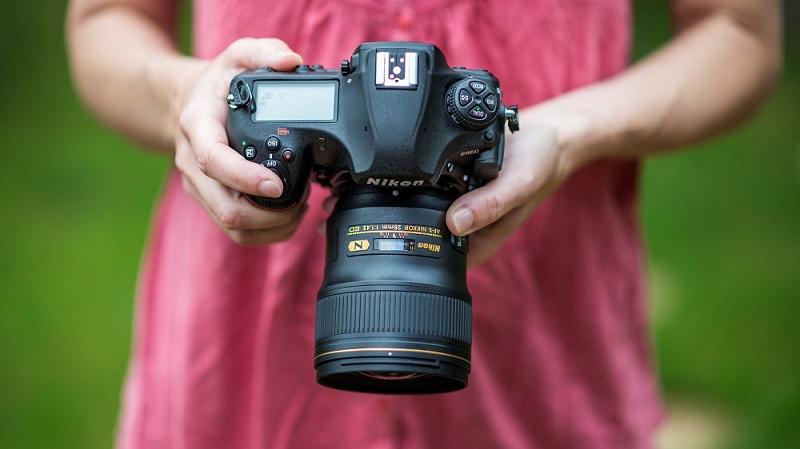 راهنمای ساده برای انتخاب دوربین عکاسی: کامپکت یا DSLR؟