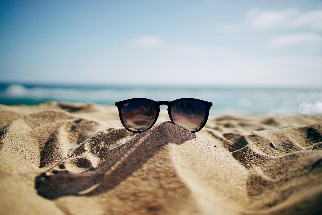 هنگام خرید عینک آفتابی باید به چه نکاتی توجه کنیم؟