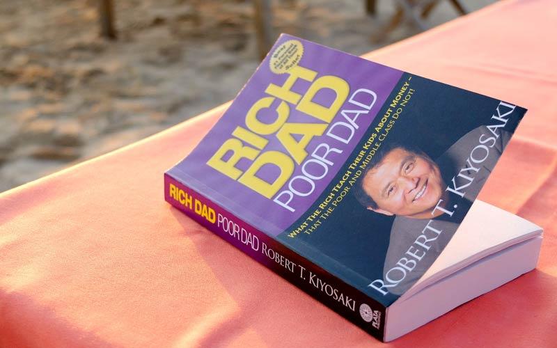 """کتاب """"پدر ثروتمند، پدر فقیر"""" از رابرت کیوساکی /مدرسه، کارخانۀ کارمند سازی است!"""