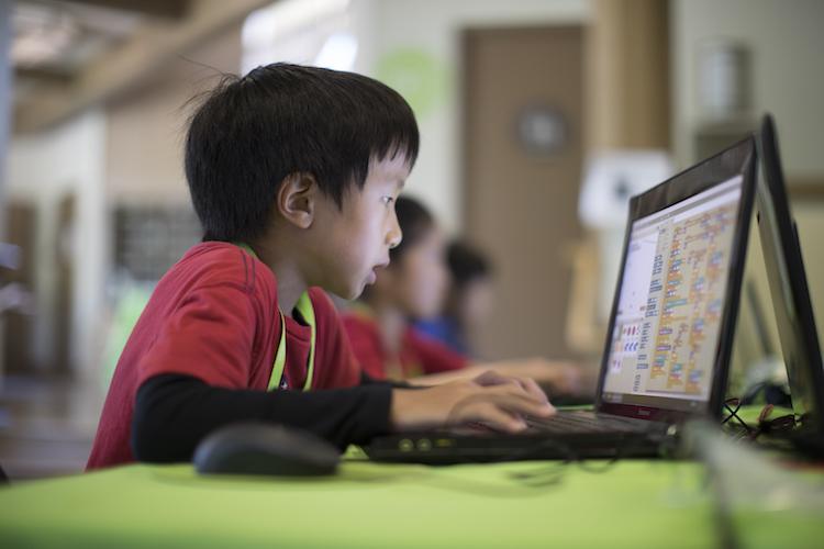 واقعا بچه های این دوره زمونه، مخ تکنولوژی هستند؟