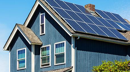 بلاک چین این اطمینان را می دهد که افرادی که خانه های خود را مجهز به پنل های خورشیدی کرده اند، حتما میزان انرژی تولیدی آن ها و تحویل داده شده به شبکه دقیق اندازه گیری شود.