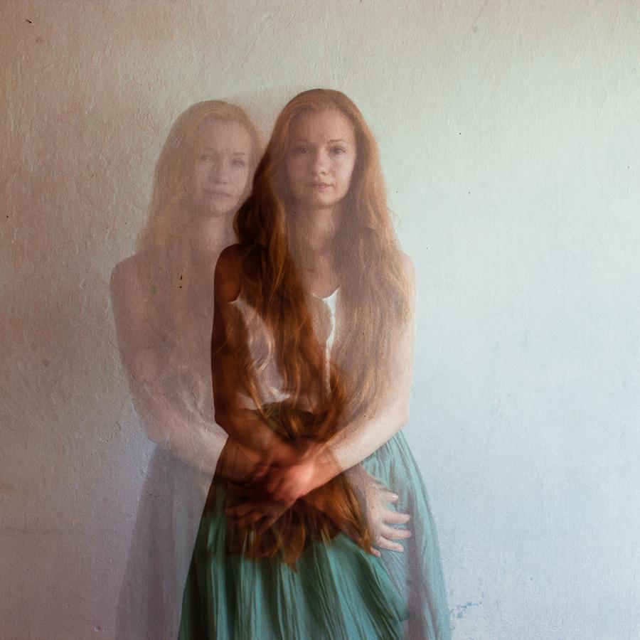 """از آلبوم """"  SELF HUGGING """"  اثر  الکساندرا  پولووکسا، اوکراین"""