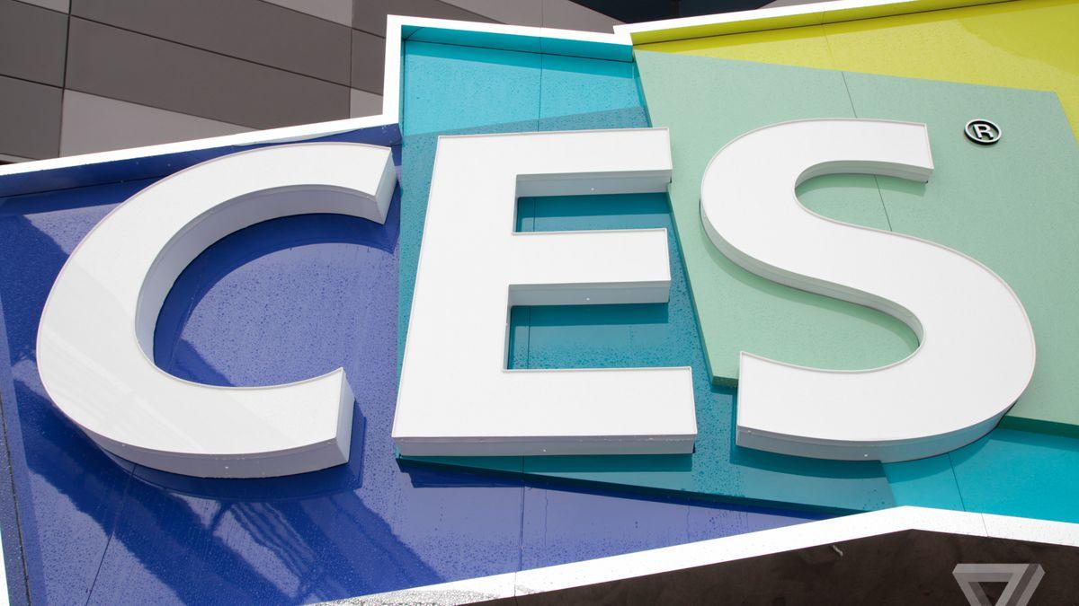 نمایشگاه و کنفرانس  Consumer Electronic Show) CES) نمایشگاهی است که هر ساله در اوایل سال جدید میلادی برگذار میشود و در طول آن شرکتهای مختلف، نوآوریهای خود را به نمایش میگذراند. این نمایشگاه بیشتر به صنایع مصرفی الکترونیکی مانند موبایل، گجتها و خانههای هوشمند و ... میپردازد و توسط انجمن  (Consumer Technology Associatioan) برگذار میشود.