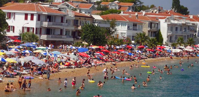 کجای این ساحل میشه یک متر جا برای استراحت پیدا کرد؟