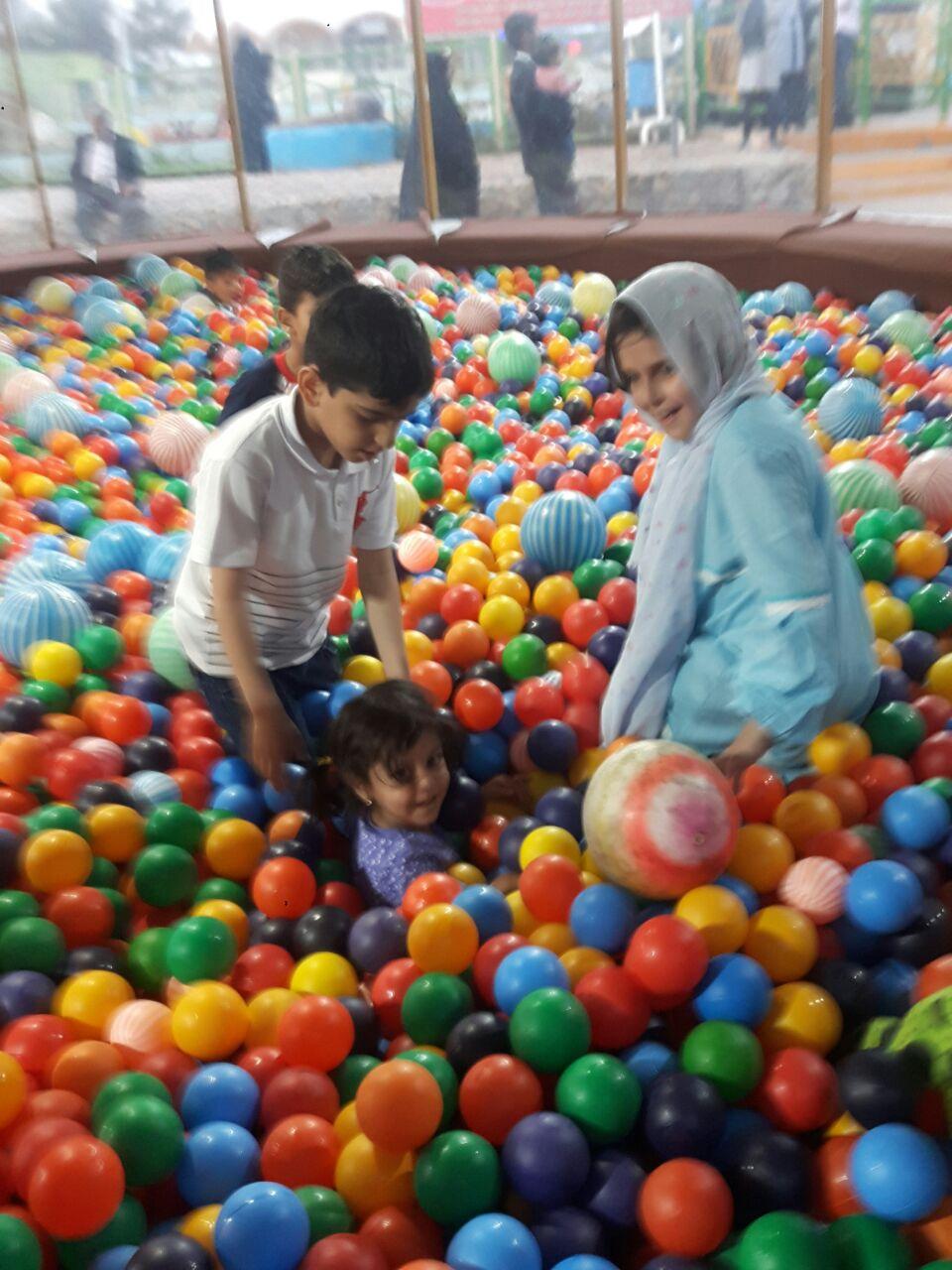 بازی کردن کودکان