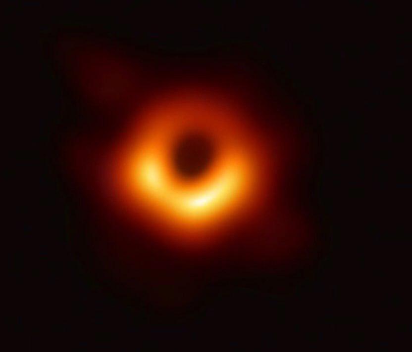 نخستین عکس واقعی از افق رویداد سیاهچاله!
