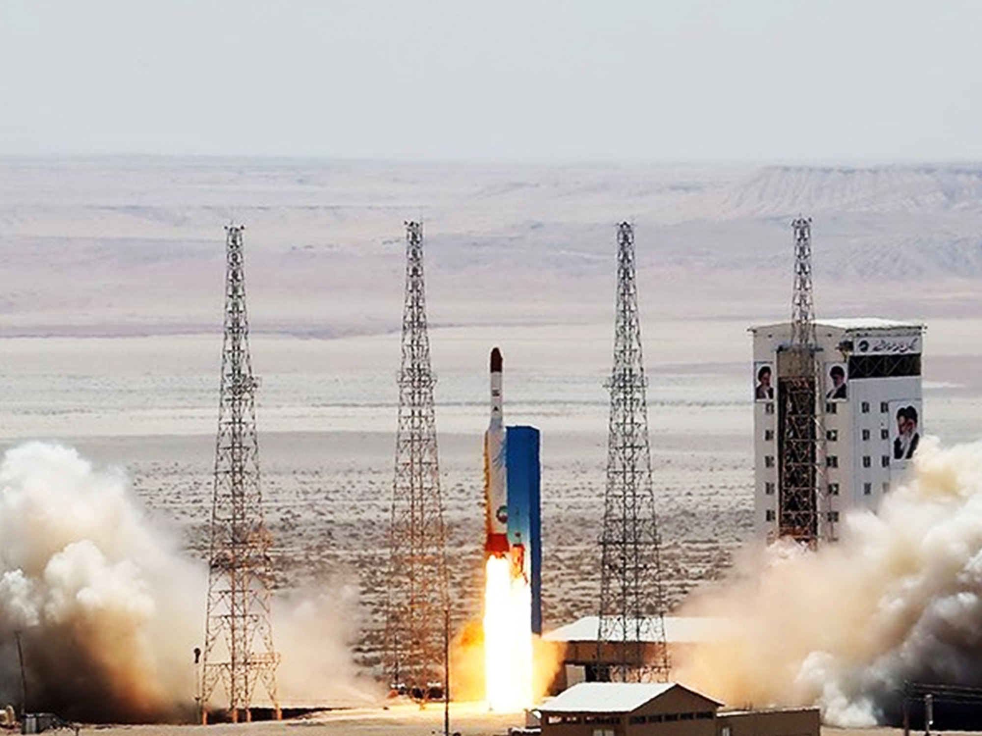 لحظه ی پرتاب ماهواره بر سفیر سیمرغ A-1